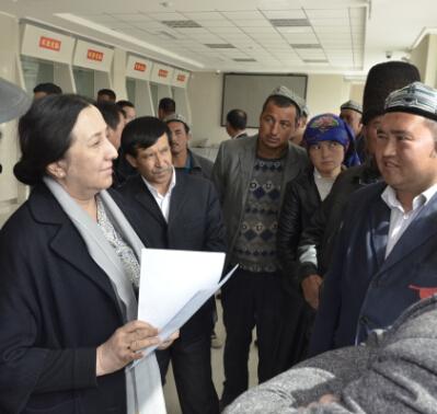 """新疆农信社""""触及灵魂""""的改革-当代金融家"""