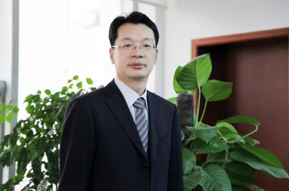 赖秀福 中国银监会新疆监管局党委书记、局长-当代金融家
