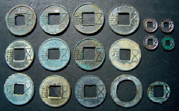 元前113年,西汉朝廷下令废除各种钱币,朝廷新铸的上林三官五铢钱被指定为唯一合法流通的钱币,半两钱便彻底地退出了流通领域,五铢钱制度从此正式确立。图为汉五铢钱-当代金融家